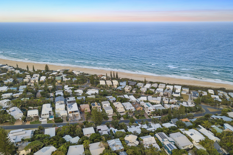Noosa beachfront accommodation from Sunshine Beach to Peregian Beach